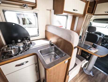 Kayak 95 Plus - autocaravana alquiler interior